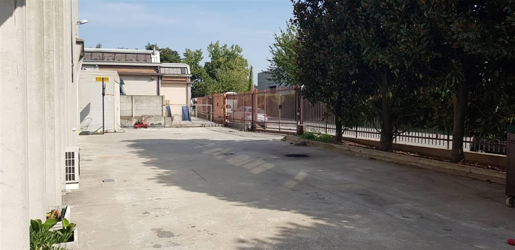 PIOLTELLO - zona industriale, AFFITTASI, comodo per transito mezzi carico e scarico: capannone mq 311 più cortile antistante mq 300 € 18.000,00 annui