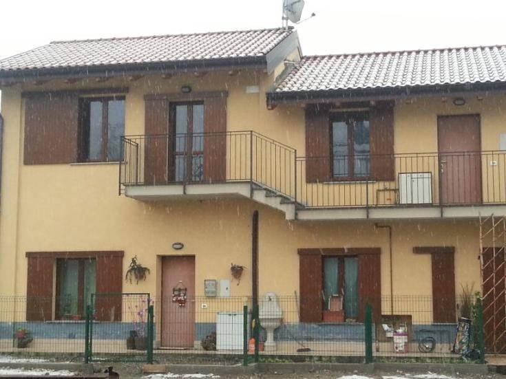 Cassano D'Adda - Completamente ristrutturato a nuovo - Ampio e luminoso appartamento con travi a vista, composto da: ingresso, cucina abitabile,