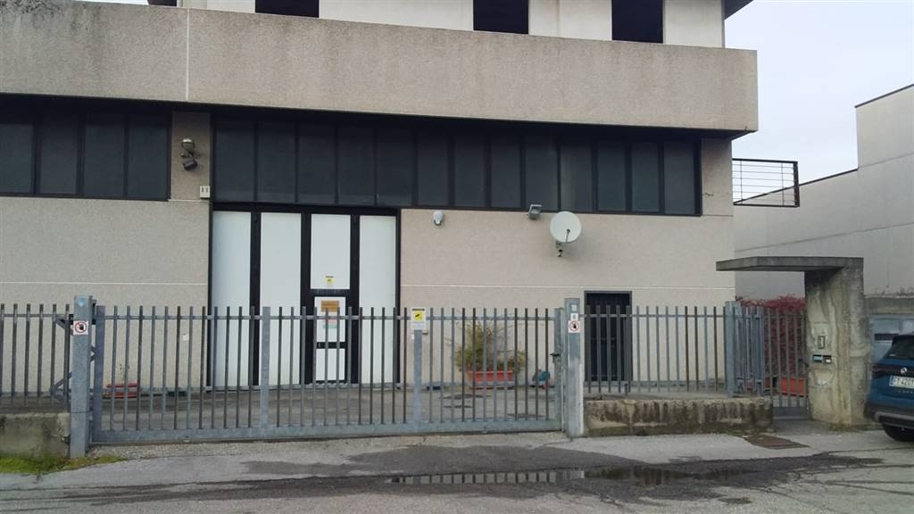 BUSSERO, Capannone industriale in affitto di 500 Mq, Buone condizioni, Classe energetica: G, posto al piano Terra su 1, composto da: , Prezzo: € 2.000