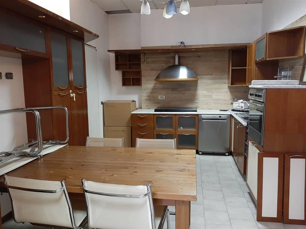 CERNUSCO SUL NAVIGLIO, Appartamento in affitto di 200 Mq, Ottime condizioni, Riscaldamento Autonomo, Classe energetica: G, Epi: 175 kwh/m2 anno,