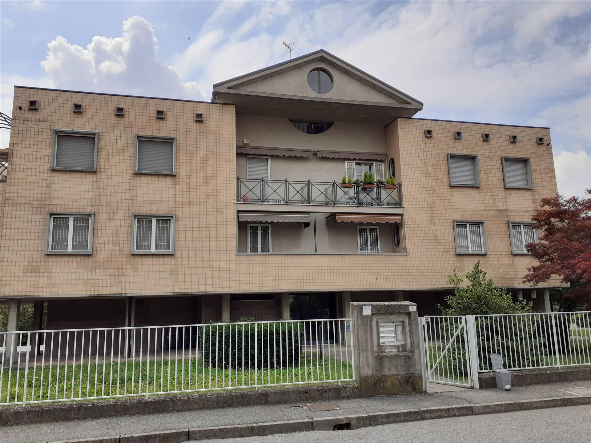 BELLINZAGO LOMBARDO, Appartamento in vendita di 133 Mq, Buone condizioni, Riscaldamento Autonomo, Classe energetica: E, Epi: 175,91 kwh/m2 anno,