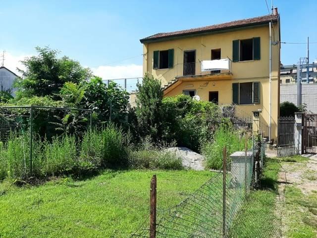 LIMITO, PIOLTELLO, Casa singola in vendita di 120 Mq, Da ristrutturare, Riscaldamento Inesistente, Classe energetica: G, posto al piano Terra su 2,