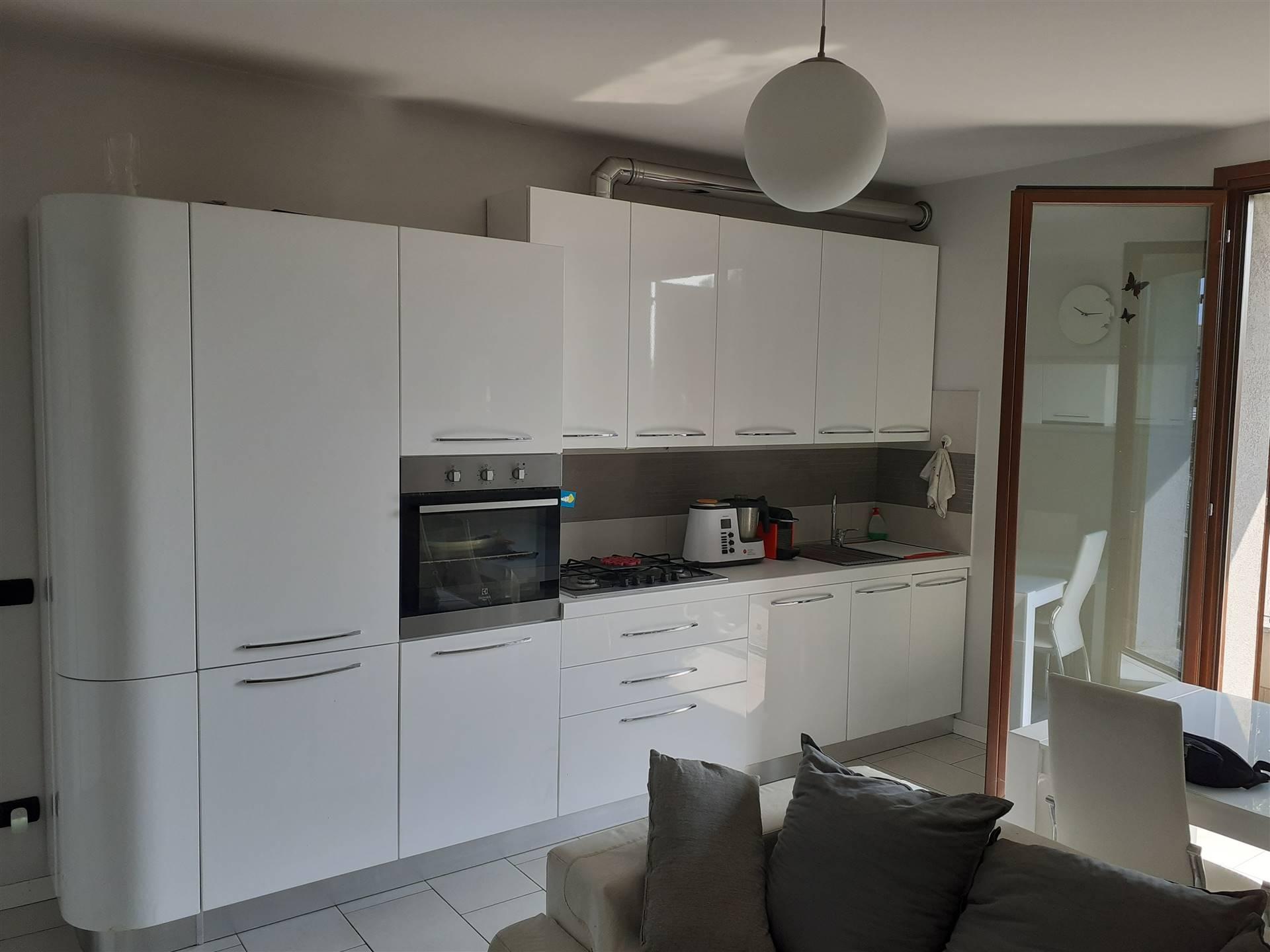 CAMBIAGO, Appartamento in affitto di 90 Mq, Classe energetica: A+, posto al piano 1°, composto da: 3 Vani, Angolo cottura, Soggiorno singolo, 2