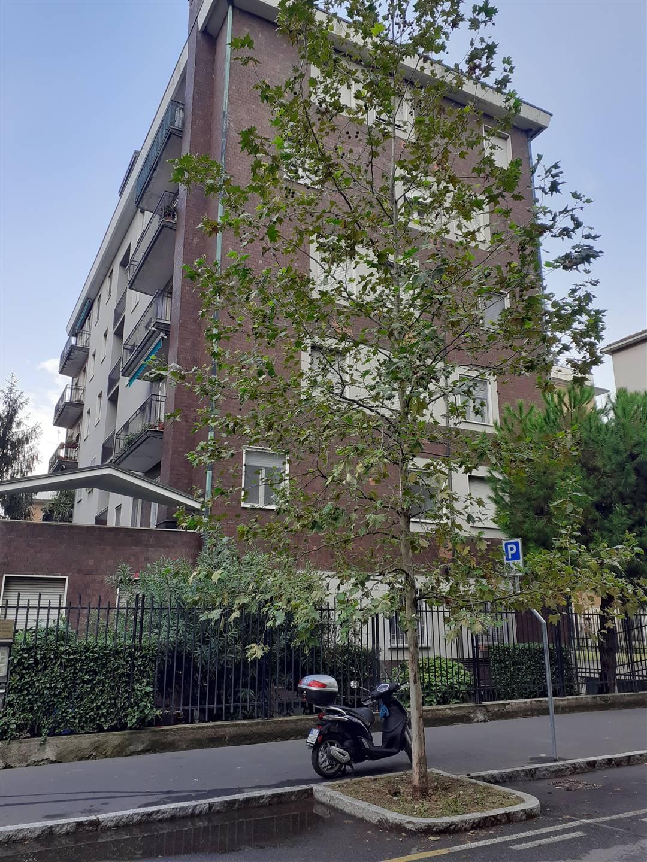 CERNUSCO SUL NAVIGLIO, Appartamento in affitto di 90 Mq, Buone condizioni, Riscaldamento Centralizzato, Classe energetica: G, posto al piano 5° su 5,