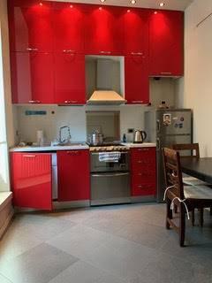 MILANO - In palazzo d'epoca, v.le Bligny/via Bocconi, piccolo delizioso appartamento di mq. 45. Soffitti molto alti, ampio locale, 1 bagno, scala a