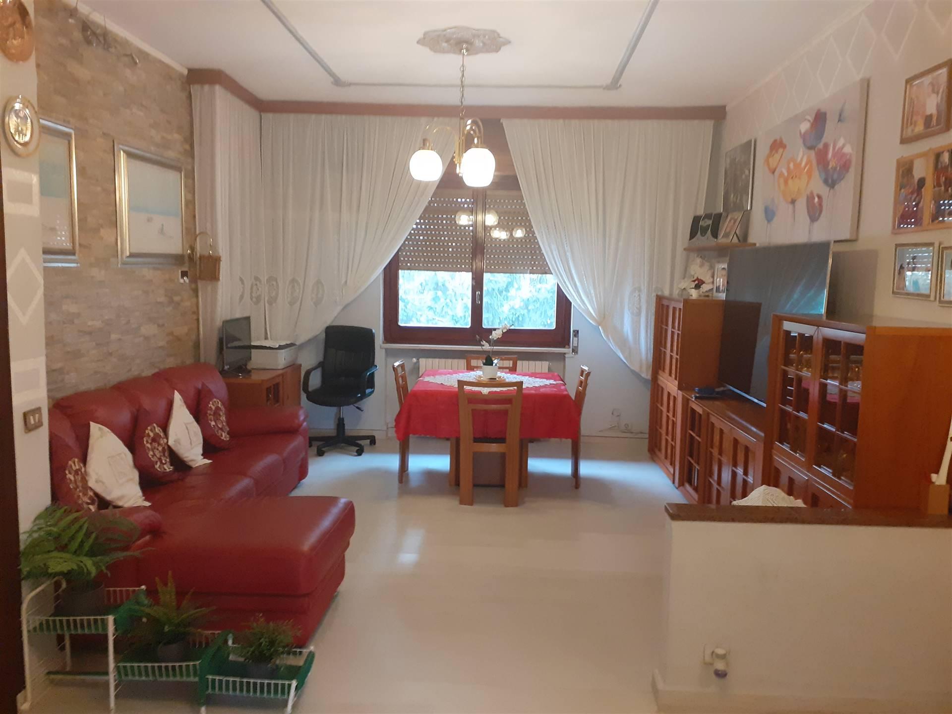 PIOLTELLO, SEGGIANO - in posizione strategica, vicino al passante ferroviario e Unes, in mini palazzina del 1978, posto al secondo piano ed ultimo,
