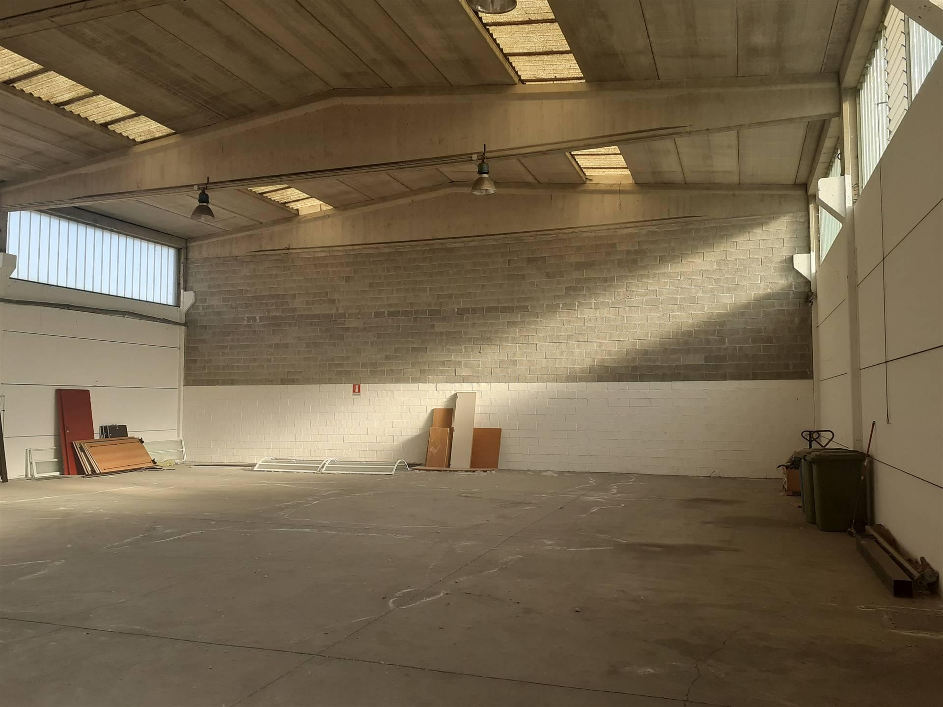 CERNUSCO S/N - zona Via Torino, AFFITTASI ad € 2.500,00 + iva mensili capannone ad uso industriale/artigianale di mq 500, altezza interna 6 mt sotto