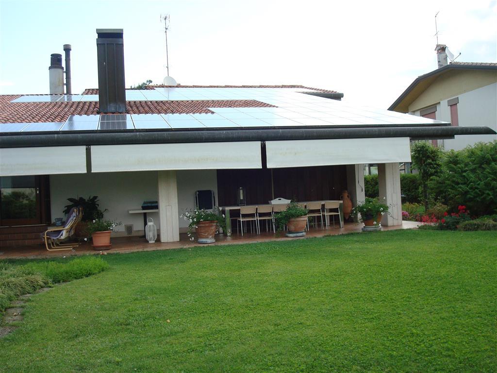 Villa in vendita a Caerano di San Marco, 18 locali, Trattative riservate | CambioCasa.it