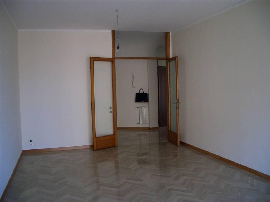 Appartamento in affitto a Treviso, 7 locali, zona Zona: Fuori Mura, prezzo € 850   CambioCasa.it