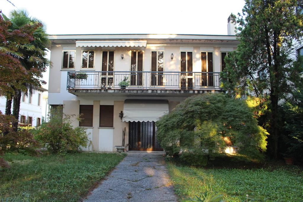 Villa in Viale Luzzatti 41, Fuori Mura, Treviso