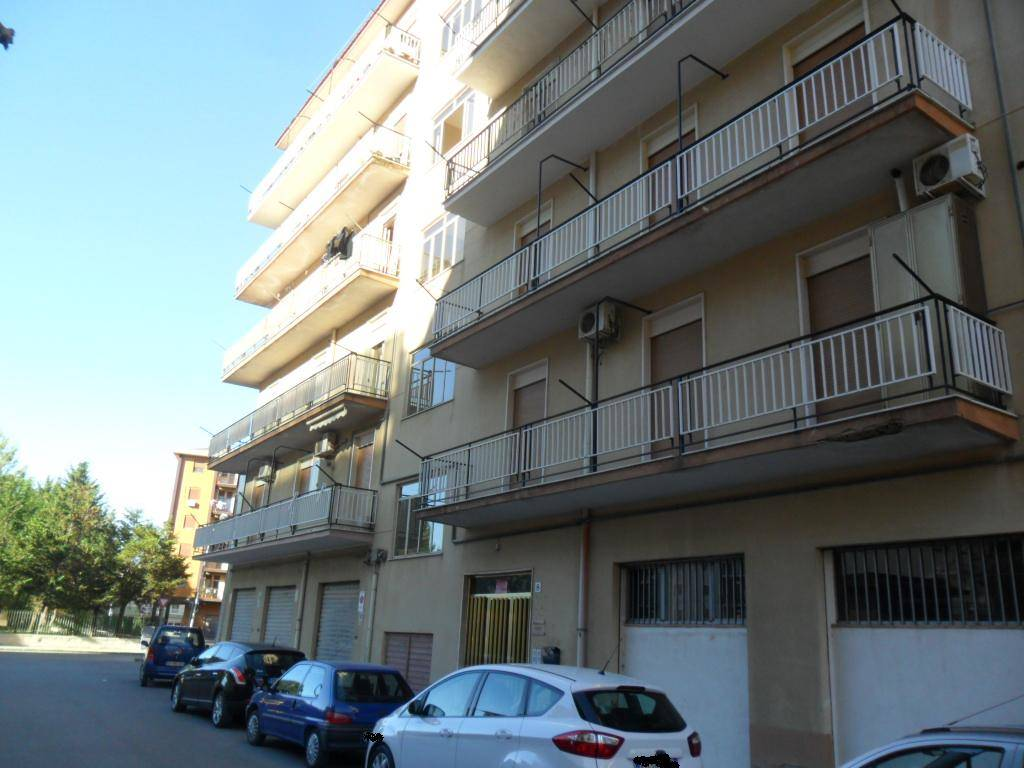 Trilocale in Via Reduci Iv T.r.divisione Livorno,8, San Cataldo