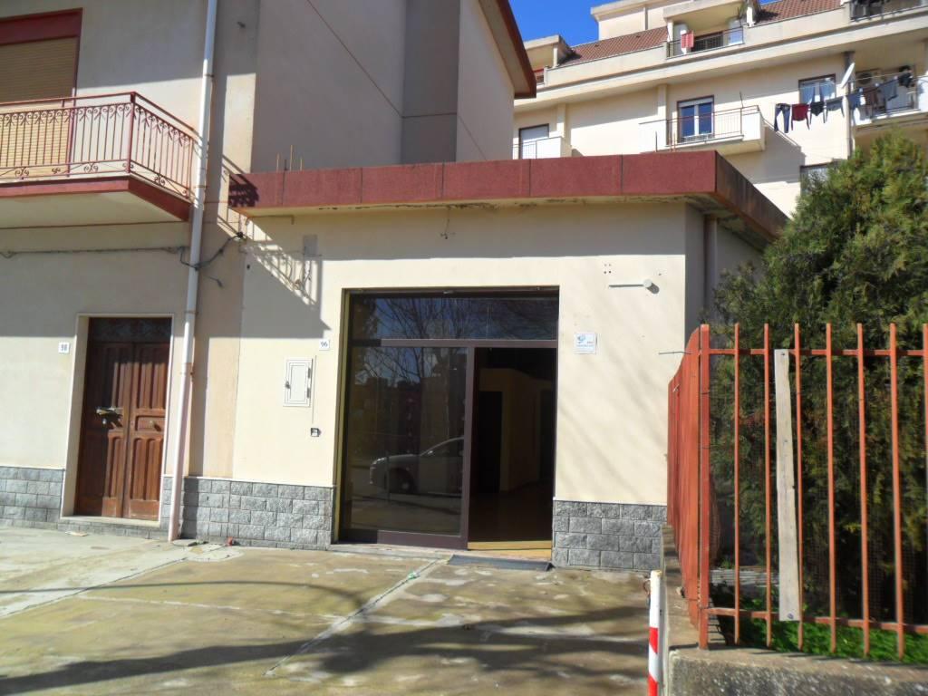 Locale commerciale in Viale Dei Platani 96, San Cataldo