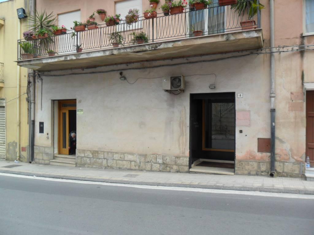 Locale commerciale in Via Trieste  4, San Cataldo