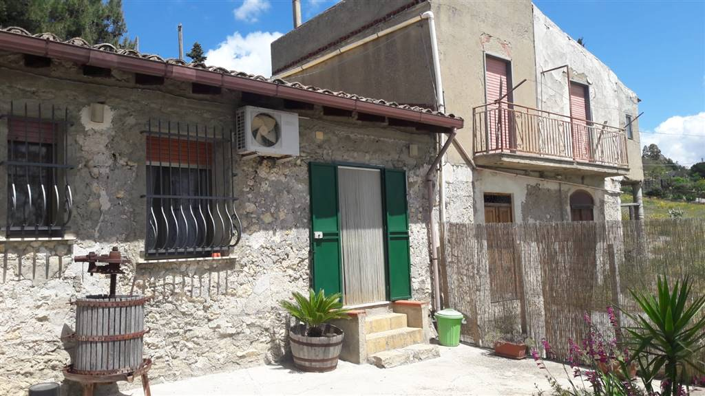 Rustico casale in Contrada Roccella, Borgata Favarella, Caltanissetta