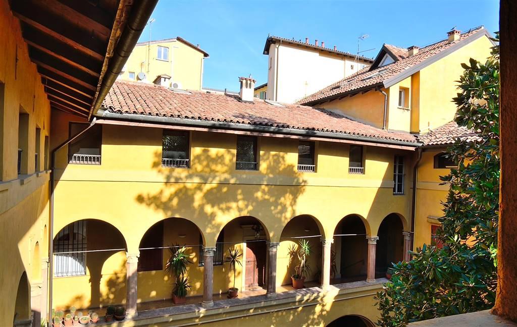 Appartamento in Piazza De Celestini, Centro Storico, Bologna