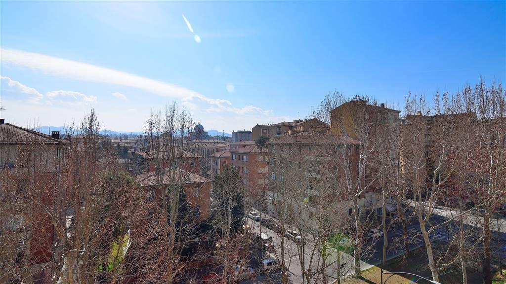 Trilocale in Via Della Liberazione 10, Bolognina, Bologna