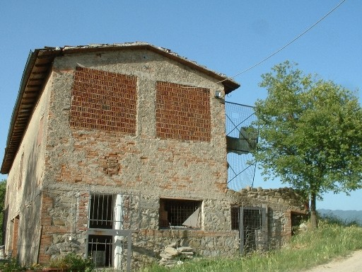 Rustici casali nel mugello in vendita e affitto for Moderni piani casa fienile