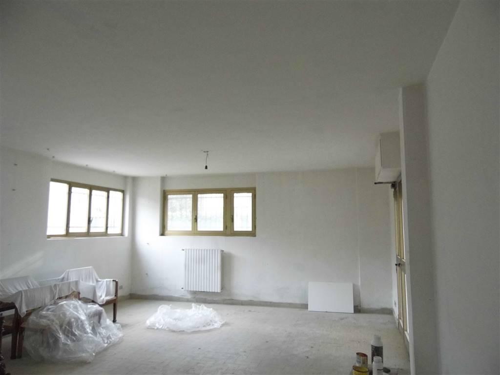 Ufficio / Studio in affitto a Borgo San Lorenzo, 1 locali, zona Località: PAESE, prezzo € 450 | CambioCasa.it