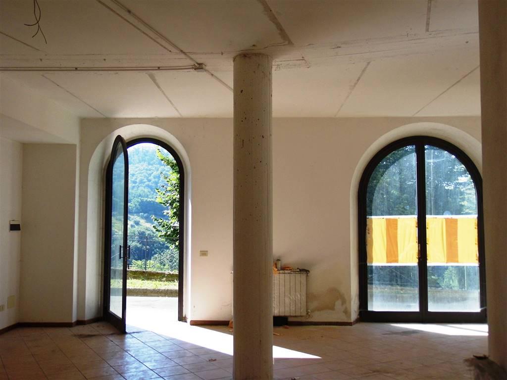 Immobile Commerciale in affitto a Borgo San Lorenzo, 1 locali, zona Località: RONTA, prezzo € 850 | CambioCasa.it