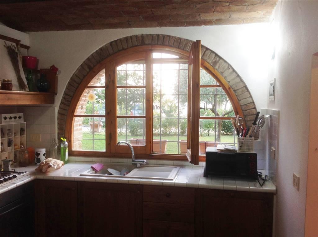 ampia finestra della cucina