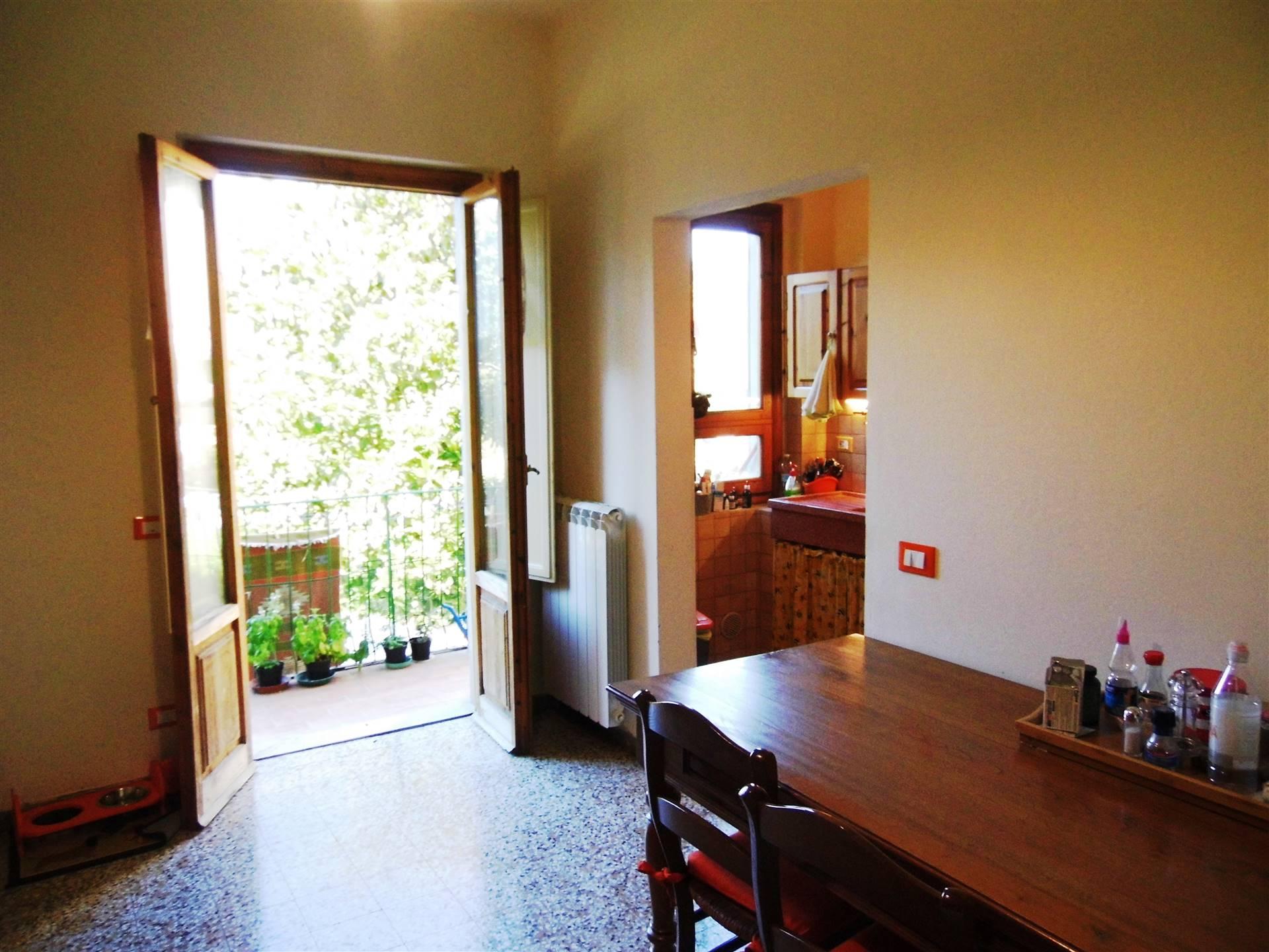 sala pranzo cucinotto e balcone