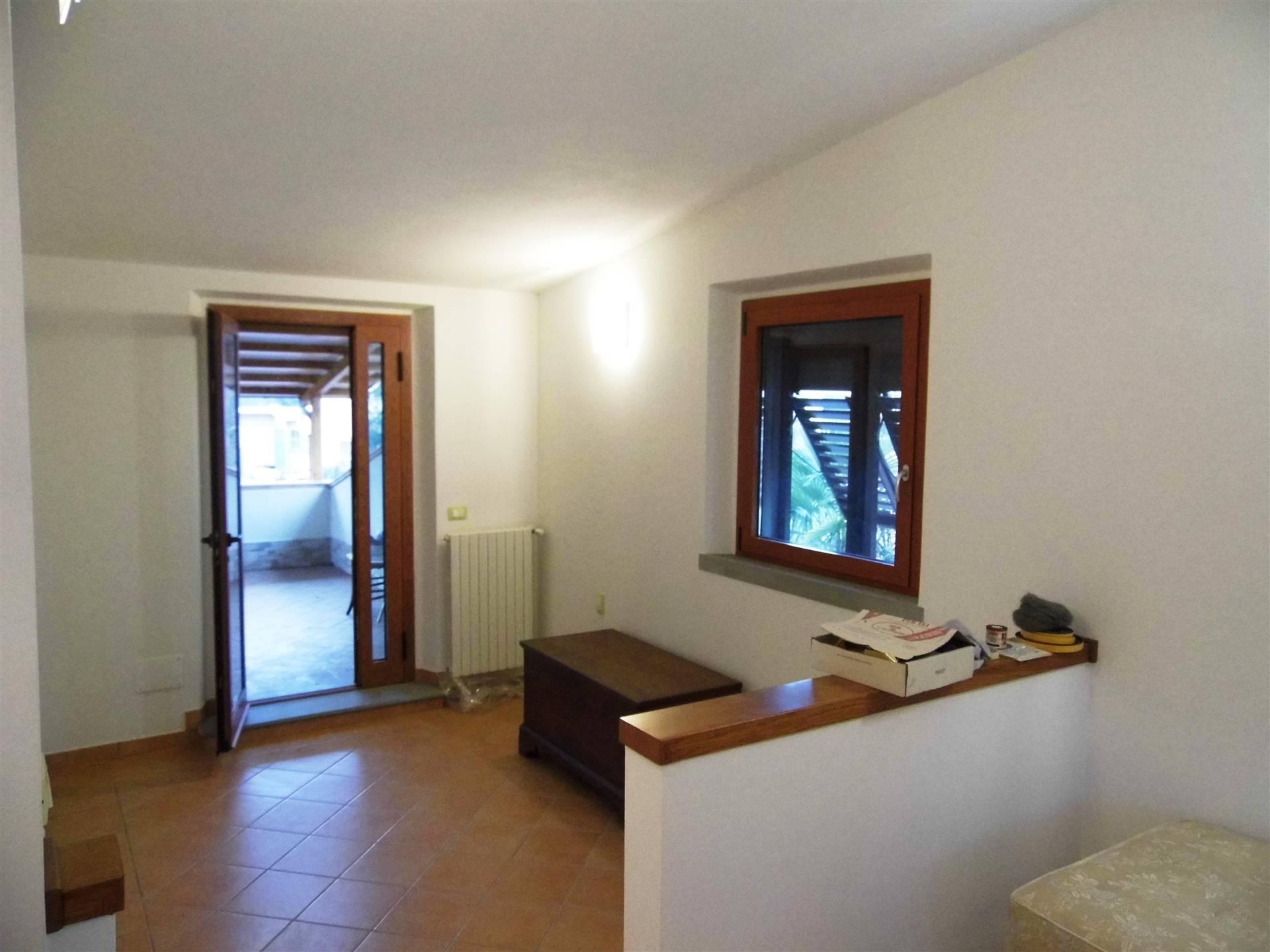 camera con porta finestra