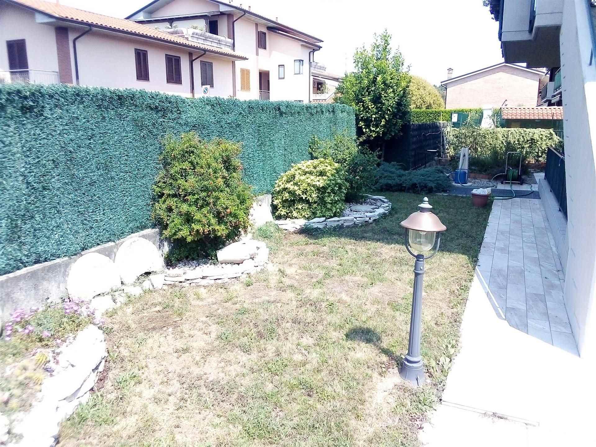Appartamento in vendita a Boltiere, 3 locali, prezzo € 175.000 | CambioCasa.it
