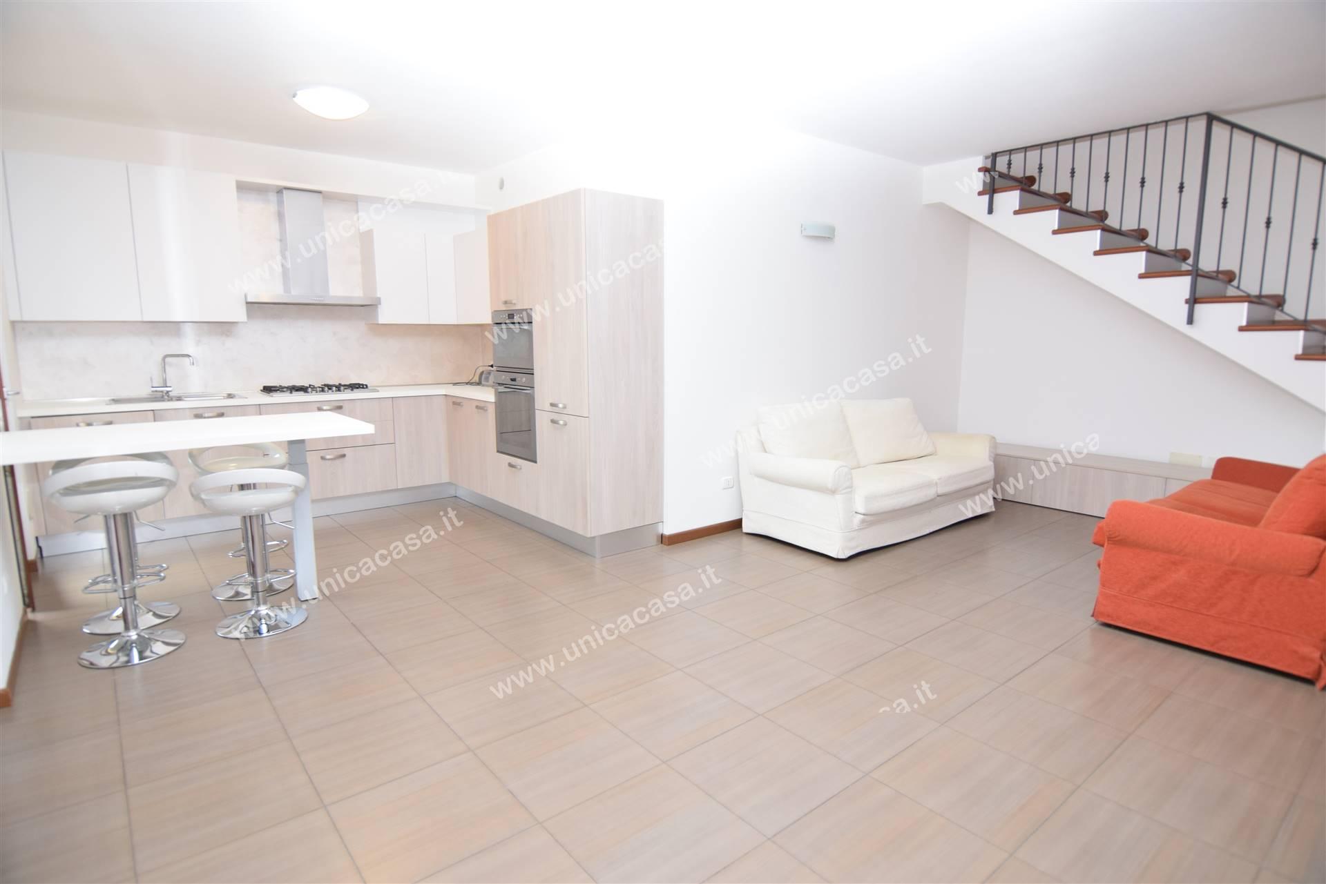 Appartamento in affitto a Azzano San Paolo, 4 locali, prezzo € 1.000 | CambioCasa.it