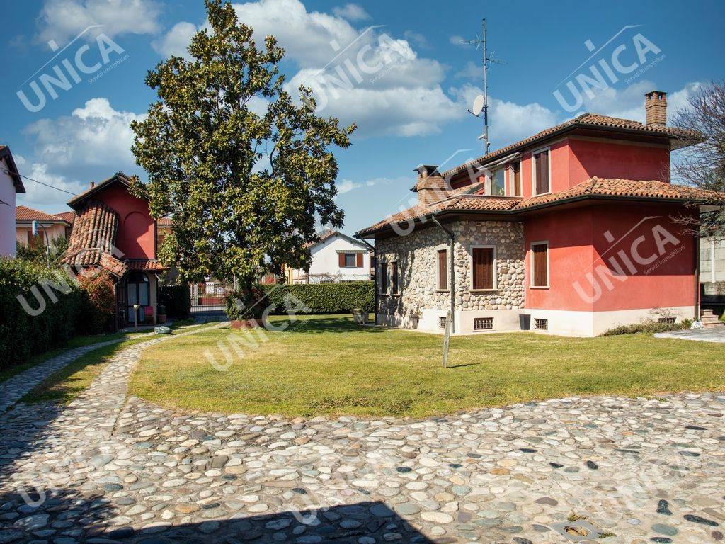 Villa in vendita a Fara Gera d'Adda, 6 locali, prezzo € 439.000 | PortaleAgenzieImmobiliari.it