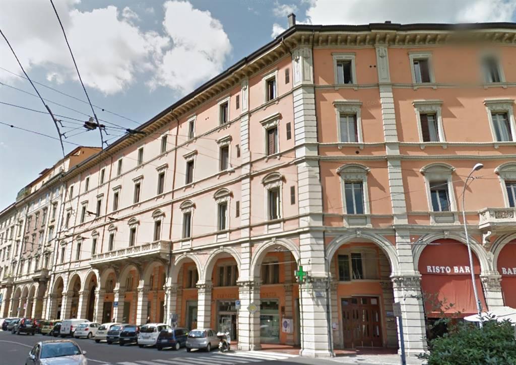 Locale commerciale, Centro Storico, Bologna, ristrutturato