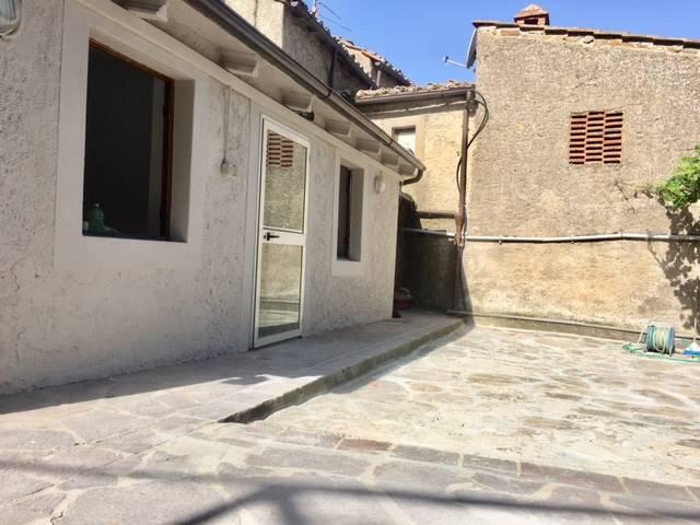 Appartamento in affitto a Greve in Chianti, 4 locali, zona Zona: Lamole, prezzo € 650 | CambioCasa.it