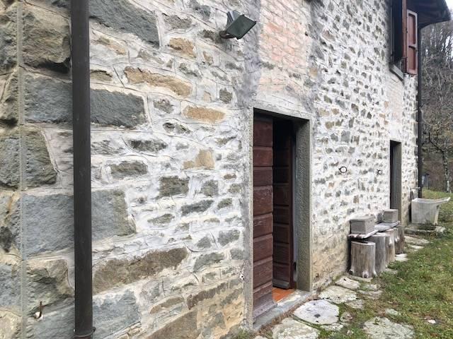 Appartamento in vendita a Castel San Niccolò, 5 locali, zona Località: CETICA, prezzo € 120.000 | CambioCasa.it