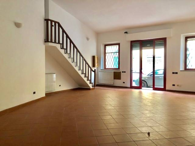 CENTRO, FIRENZE, Commercialproperty for rent of 100 Sq. mt., Excellent Condition, Heating Individual heating system, Energetic class: G, placed at