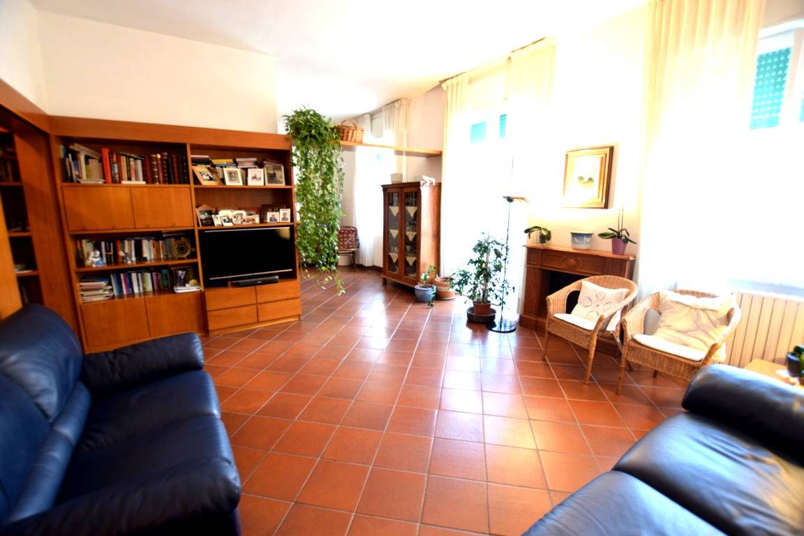 Appartamento CALZABIGI, MAMELI € 210.000