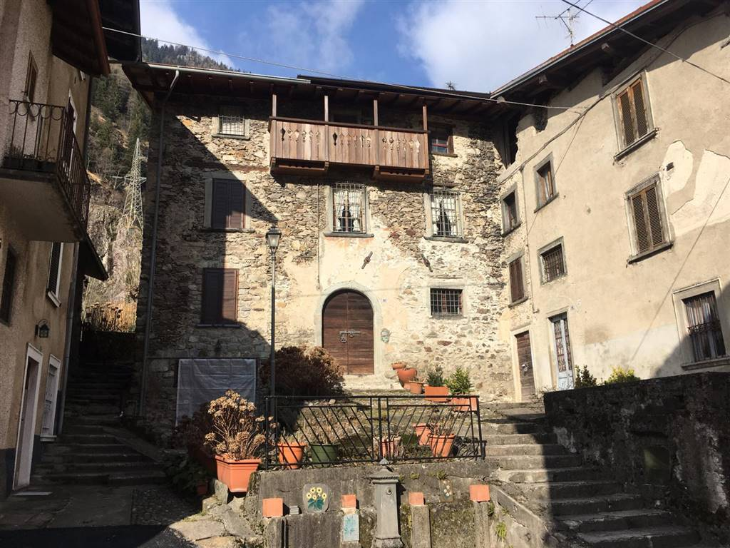 Rustico / Casale in vendita a Branzi, 5 locali, zona Zona: Rivioni, prezzo € 88.000 | CambioCasa.it