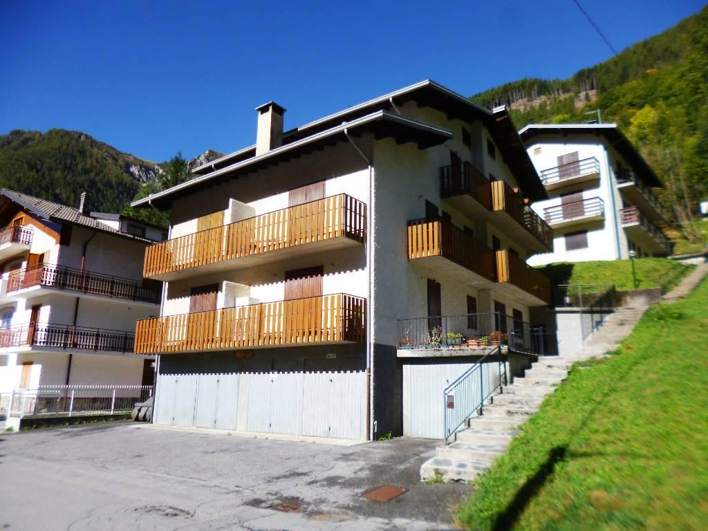Appartamento in vendita a Carona, 2 locali, prezzo € 55.000   CambioCasa.it