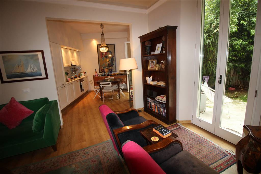 CURE, FIRENZE, Apartment for sale of 180 Sq. mt., Excellent Condition, Heating Individual heating system, Energetic class: F, Epi: 156 kwh/m2 year,