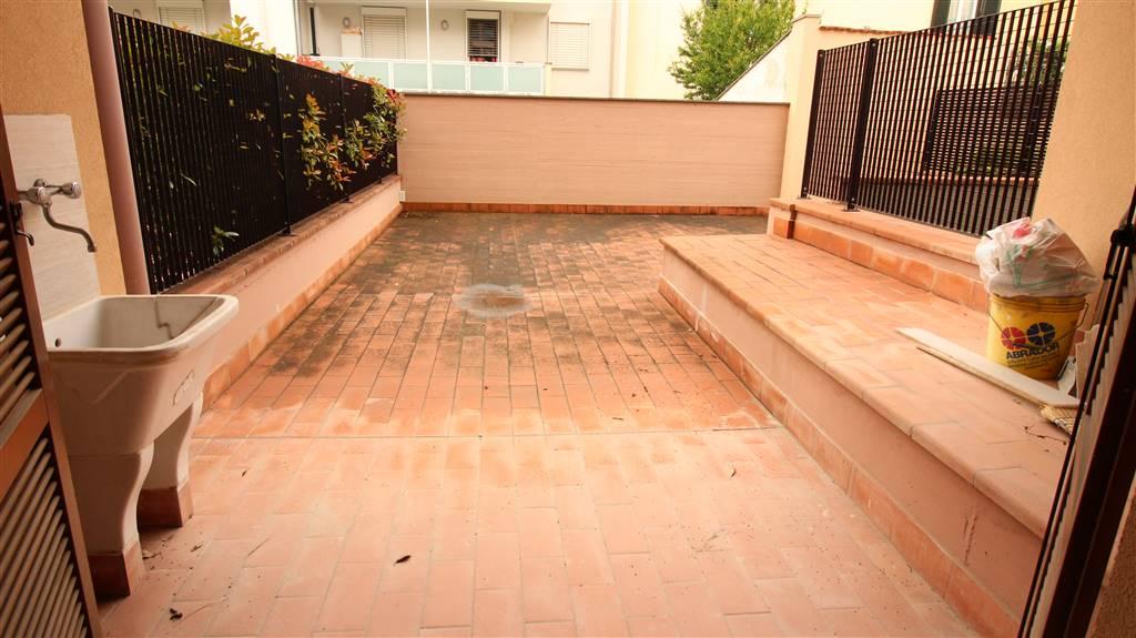 Appartamento in vendita a Sesto Fiorentino, 3 locali, zona Località: PIAZZA DE AMICIS, prezzo € 195.000 | CambioCasa.it