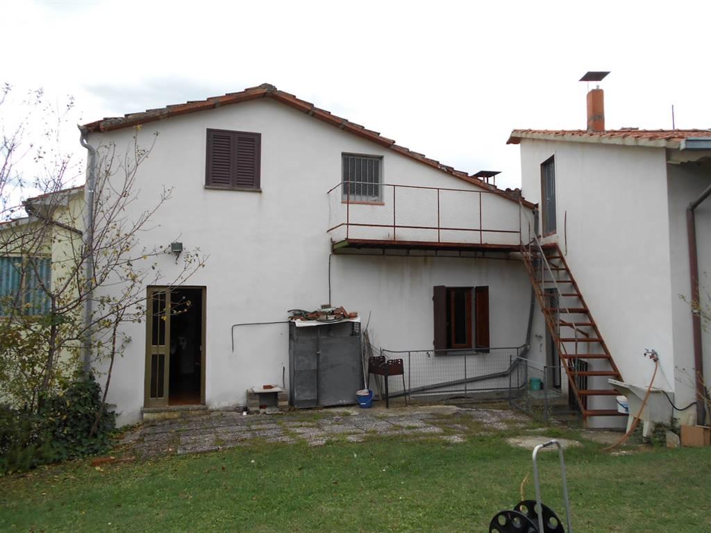 Vendita terratetto molinelli arezzo secondo piano for Garage autonomo