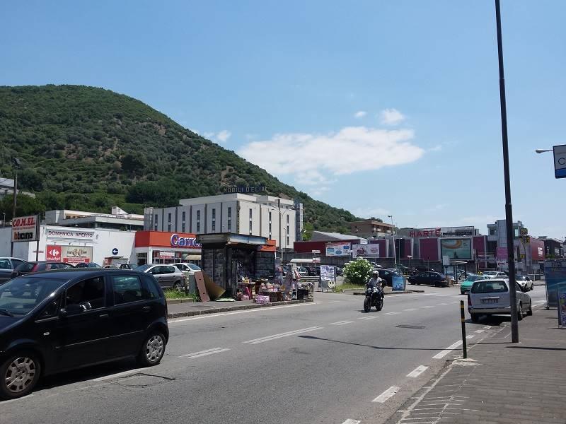 Locale commerciale in Via San Leonardo, San Leonardo , Arechi , Migliaro, Salerno