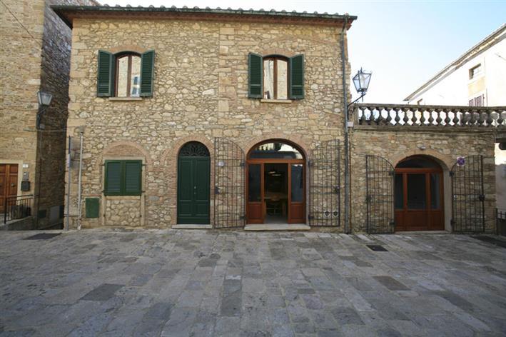 Palazzo / Stabile in Vendita a Guardistallo