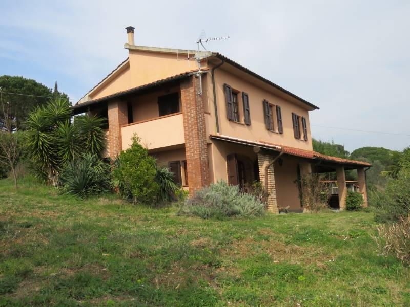 Villa, Riparbella