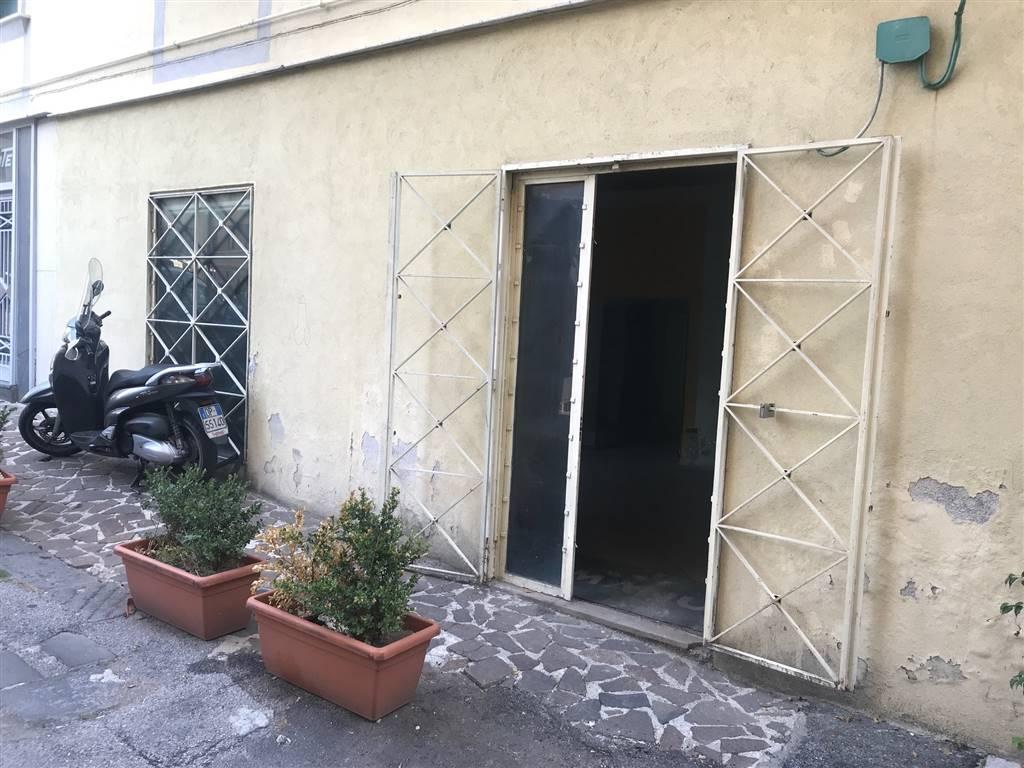 Attività commerciale in Piazza Xxiv Maggio, Centro, Salerno