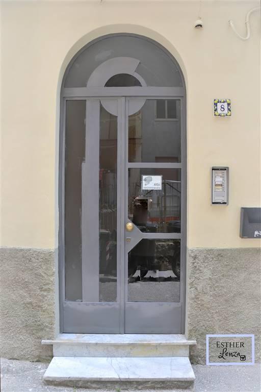 Trilocale in Via Oberdan 8, Centro, Salerno