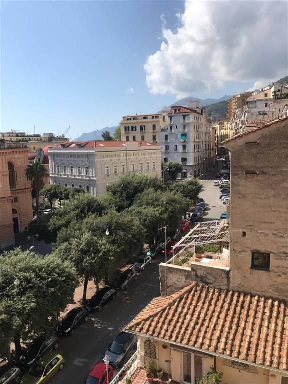 Bilocale in Matteo Luciani, Centro Storico, Salerno