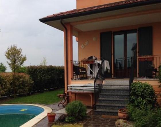 Villa a schiera, Cadeo, in ottime condizioni