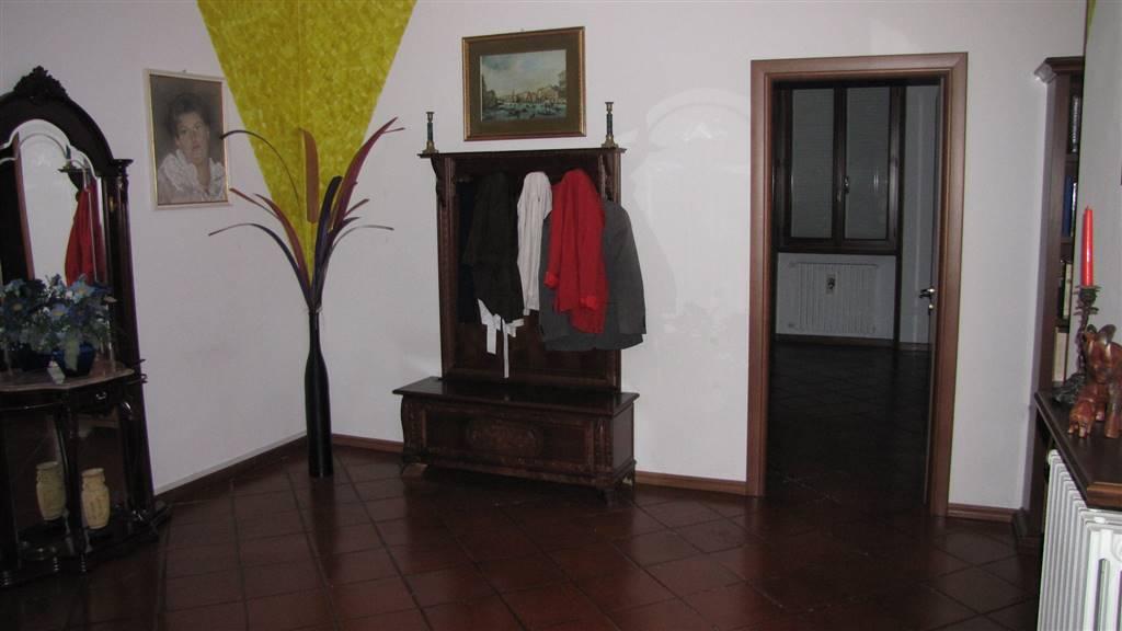 Villa, Roveleto, Cadeo