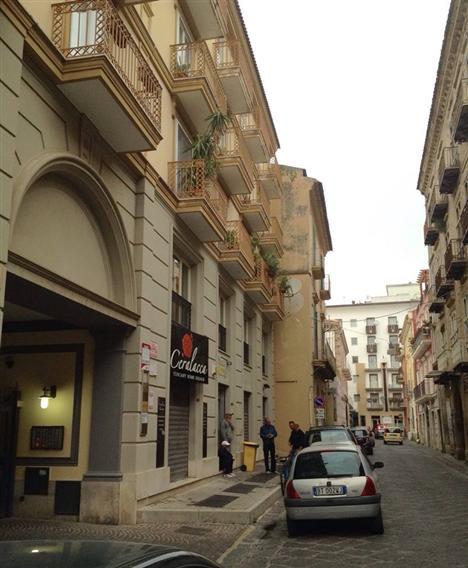 Trilocale in Via Leonetti, Centro, Caserta