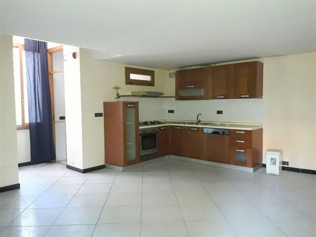 Trilocale in Via Mazzini  5, Centro, Caserta