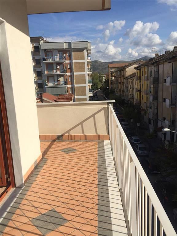 Trilocale in Via Tazzoli  49, Centro, Caserta